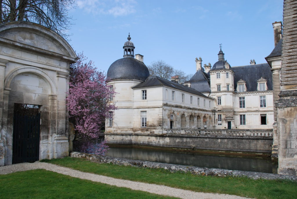 Façade du Château de Tanlay, une histoire en héritage