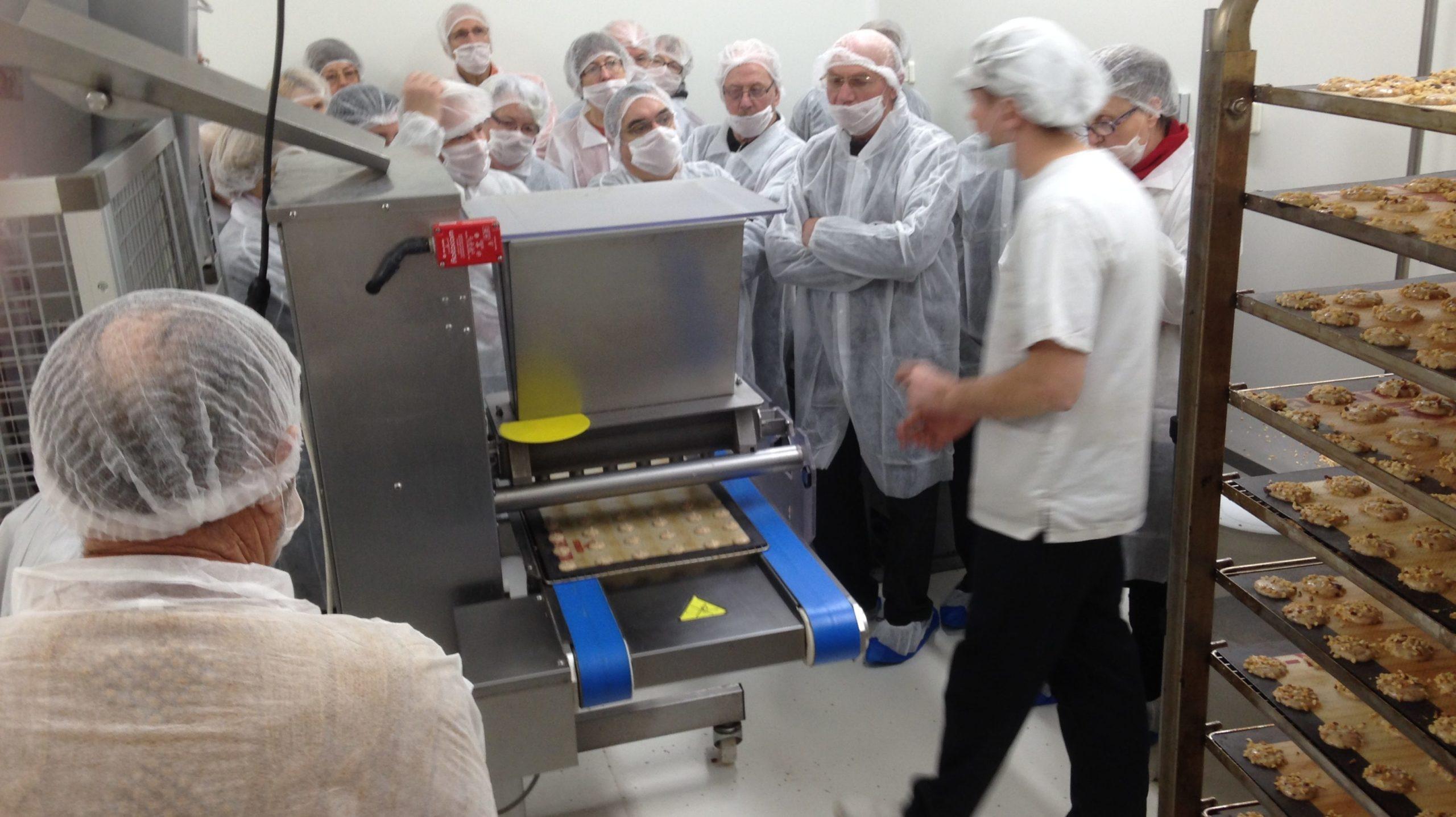 Fabrication des gâteaux à la biscuiterie